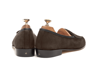 Sagan Classic Plain in Lusitanias Dark Brown Suede