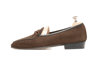 Sagan Classic String in Oak Brown Suede