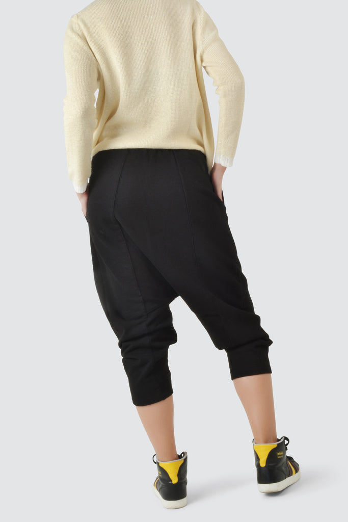 Cropped women trousers