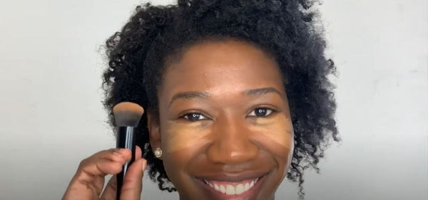 Co-Founder Amanda Johnson finds her concealer shade in a Mented Minute
