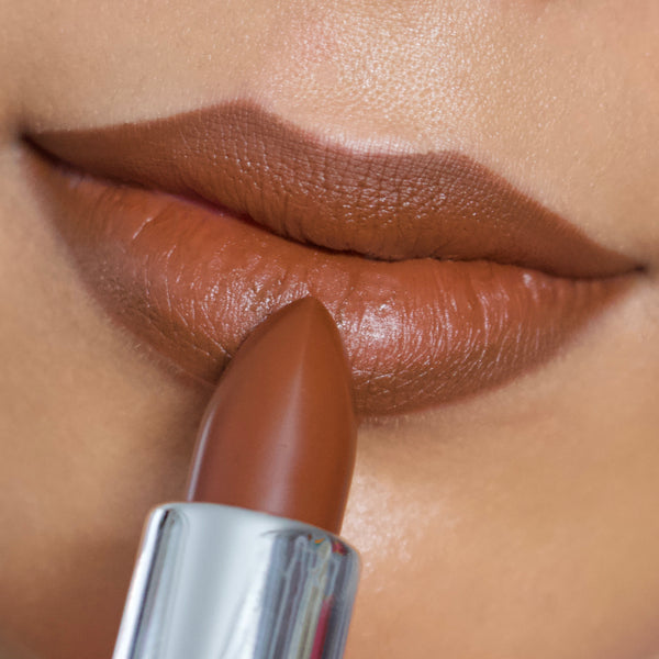 Mastering the Natural Matte Lipstick Look