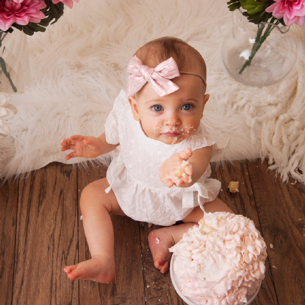 sweet pink 1st birthday cake smash
