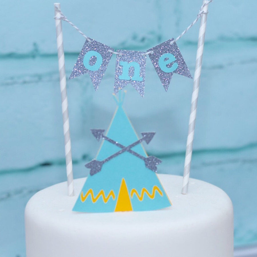 One gold, pink and mint green cake topper for first birthday on elegant cold and ivory cake