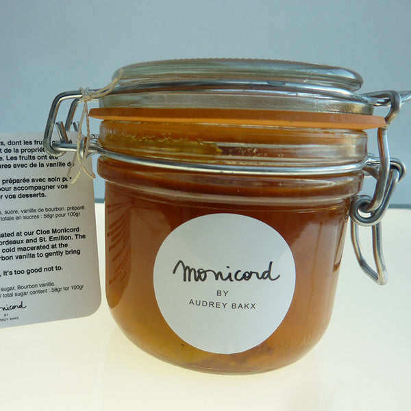 Yellow plum preserve flavoured with vanilla