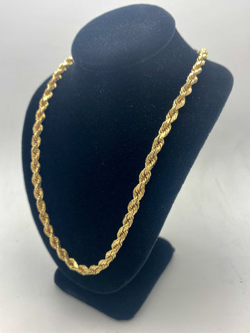 Very nice solid 10 karat Rope Chain weighing 40.5 grams and presented in 10 karat yellow gold