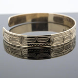 Beatifully carved this elegant 14 karat gold bracelet would make a great gift idea for any occasion