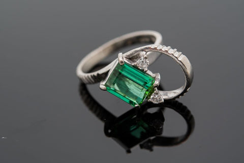Tourmaline ring Size 5 with a beatiful natural 1.4ct green tourmaline