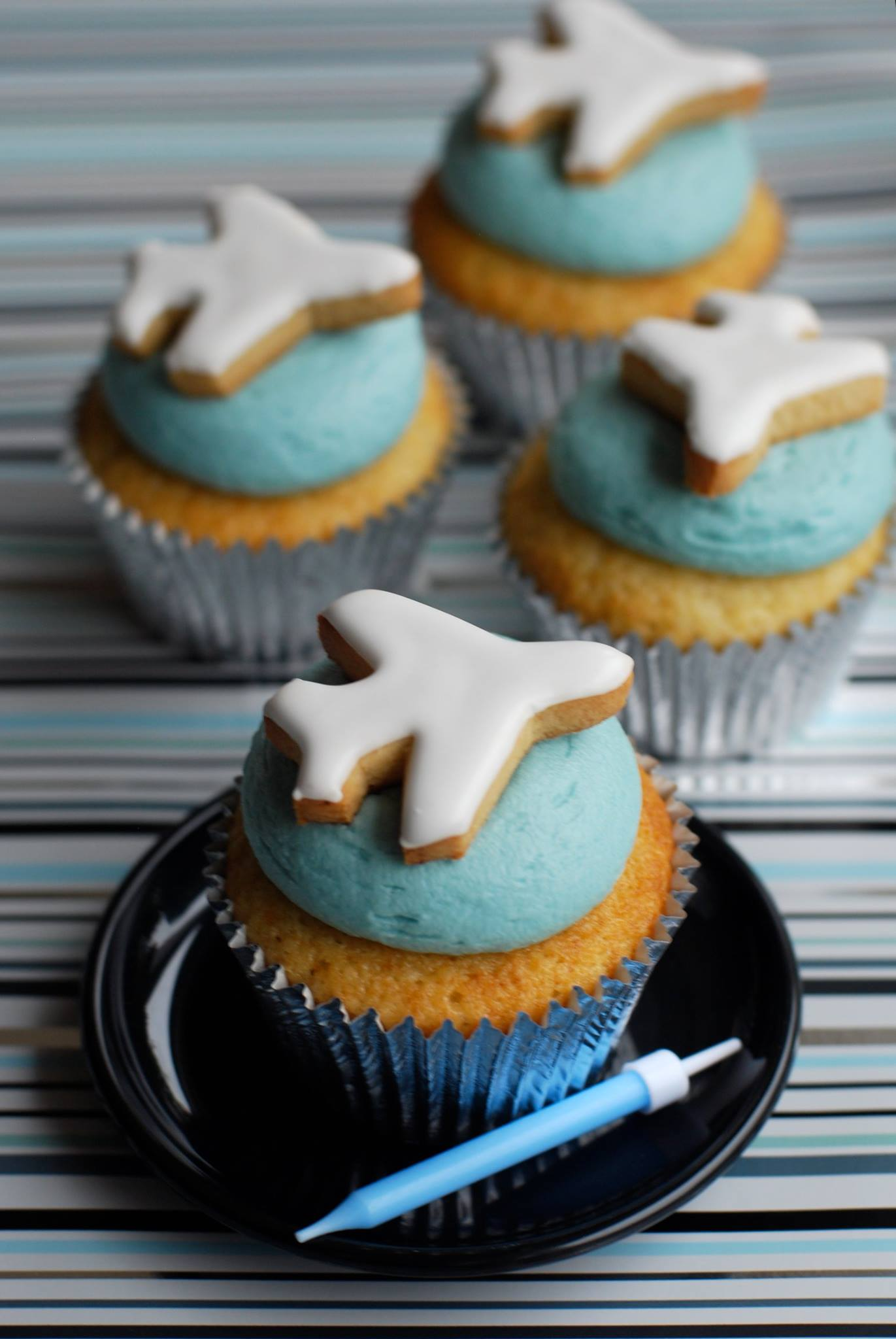 Airplane Biscuit Cupcakes
