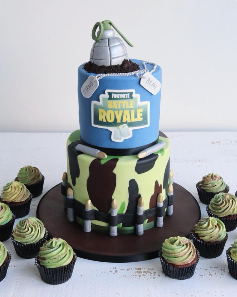 Fondant Fortnite Battle Royale Cake