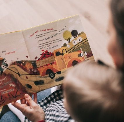 Busy Pictures Hinder Reading Ability in Children