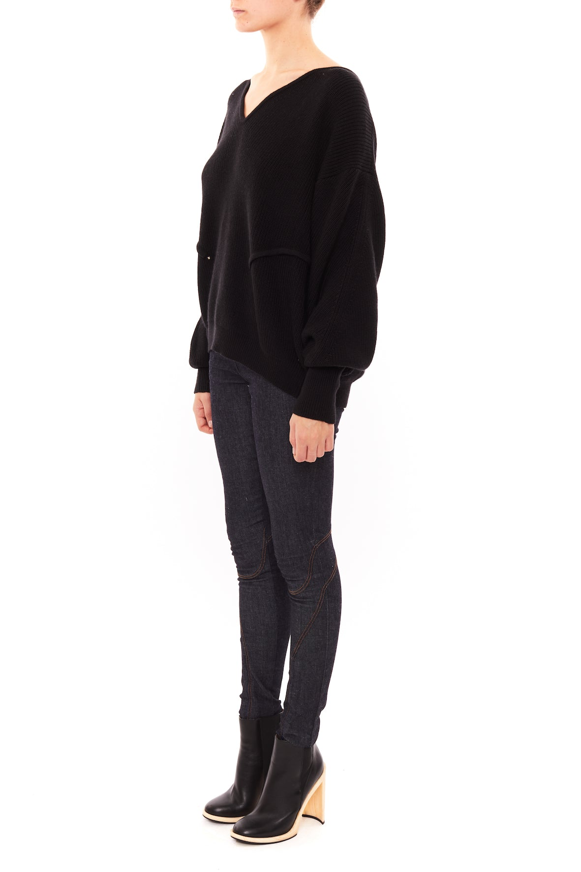 VOLUME V NECK SWEATER