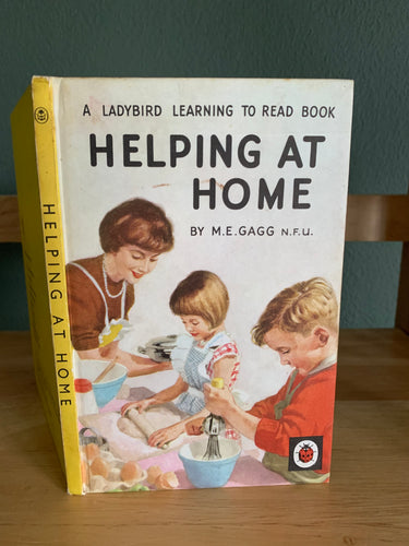 Helping At Home - A Ladybird Learning To Read Book