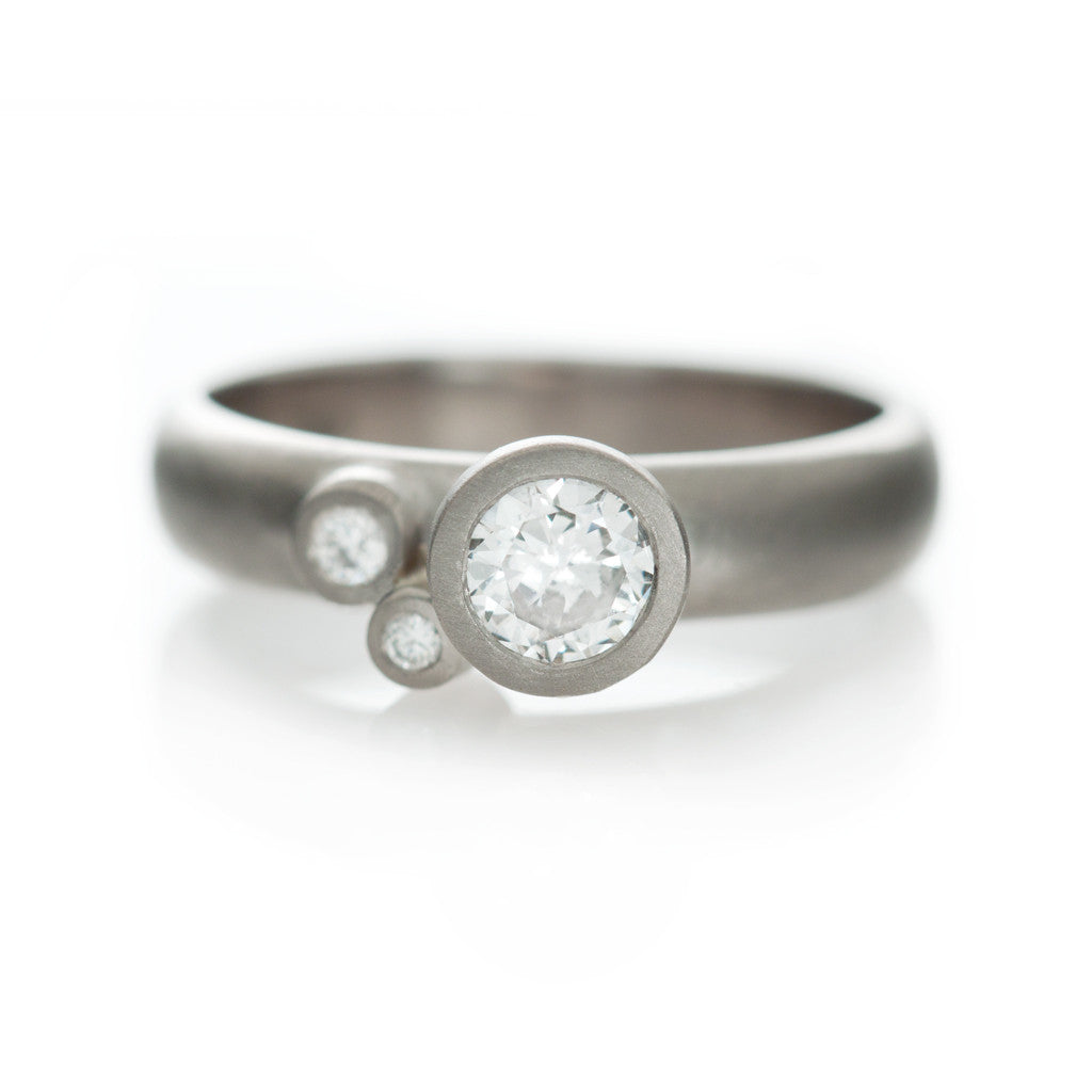 Speckled Ring - White gold