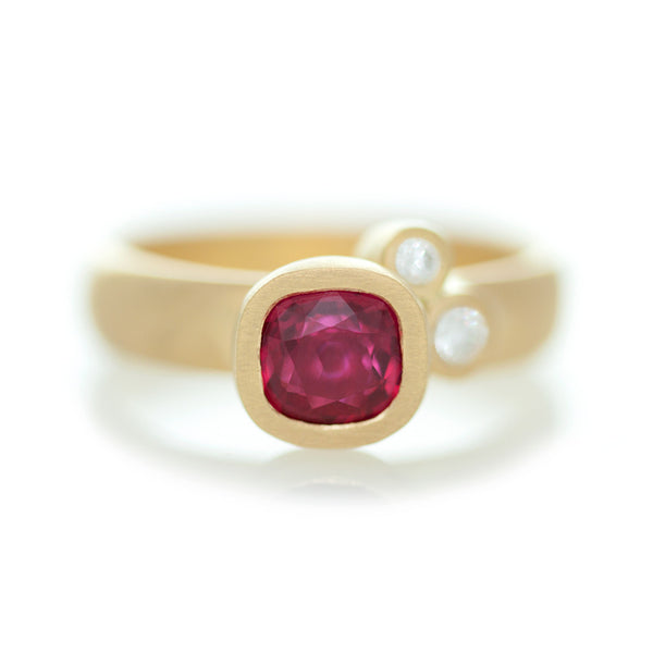 Speckled Ring - Yellow Gold & Ruby
