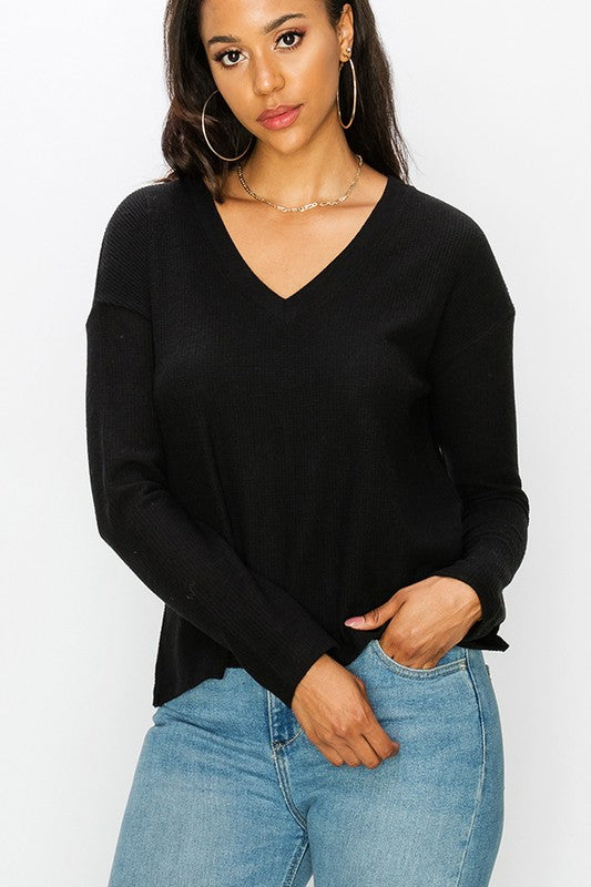 Reign V-neck Pullover in Black