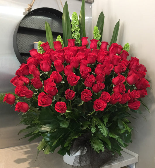 100 Rose Arrangement