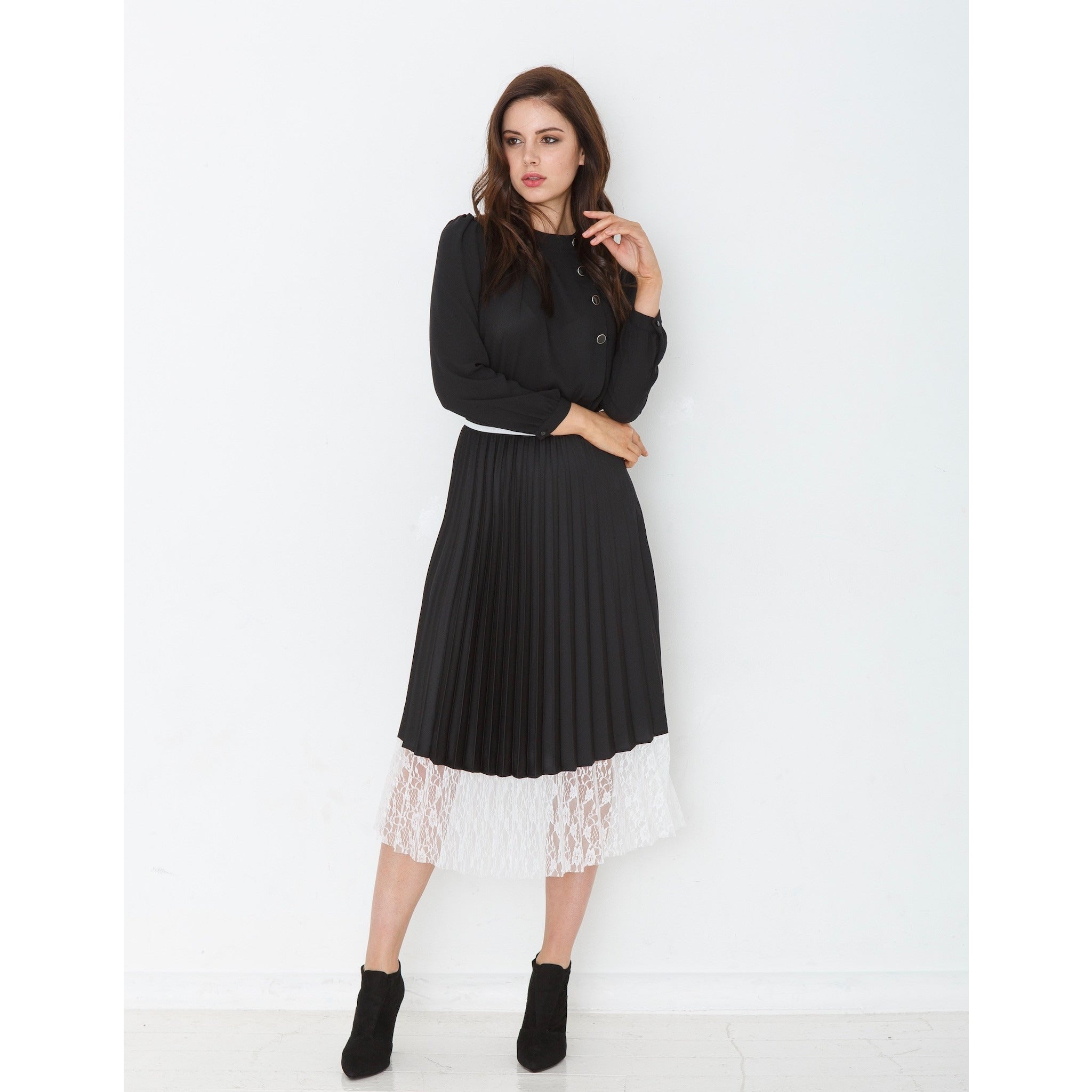 Black pleated skirt with lace