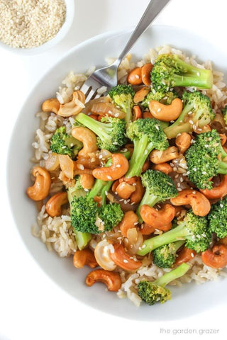https://www.thegardengrazer.com/2019/03/broccoli-cashew-stir-fry.html