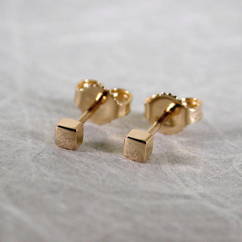 2.5mm square 18k gold studs yellow gold high polish