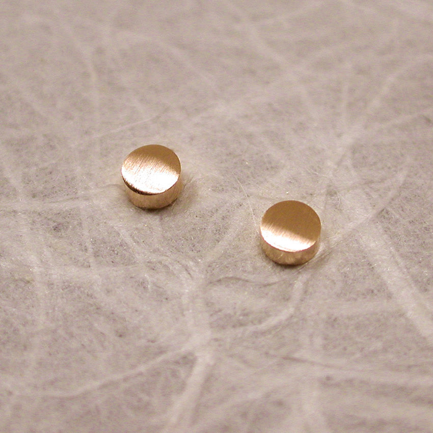 brushed 14k yellow gold stud earrings 2.5mm round