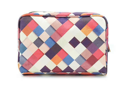 Pass it On II - Unique wash bag with checkered patchwork design