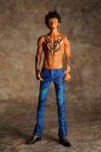 Charger l'image dans la galerie, Figurine Law - Jeans Freak Collection