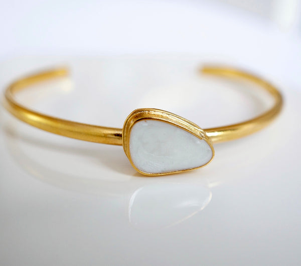 Zivanora-audacious_gold_cuff_bracelet_mother-of-pearl