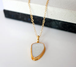 Zivanora-audacious_gold_pendant_necklace_mother-of-pearl