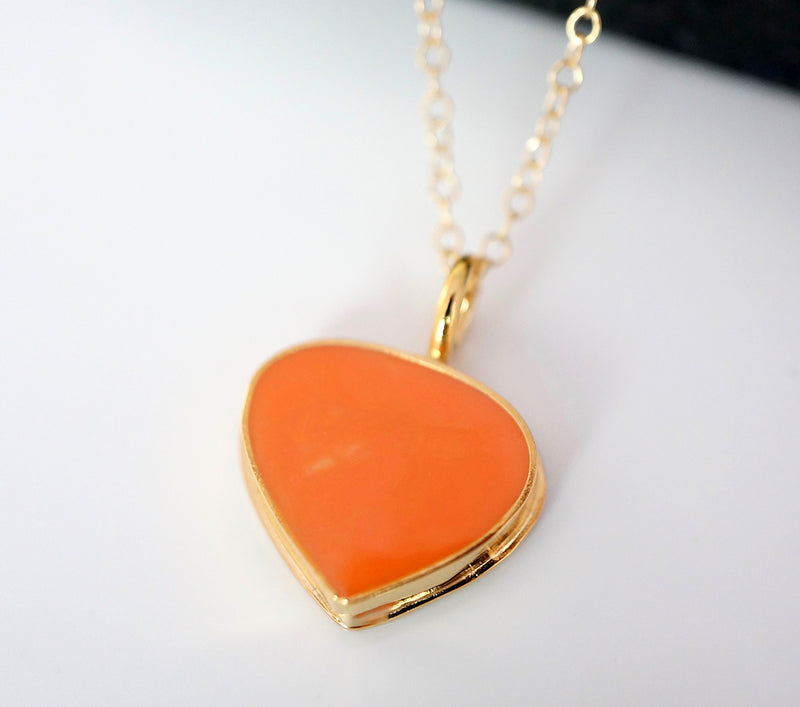 Zivanora-valor_gold_pendant_orange
