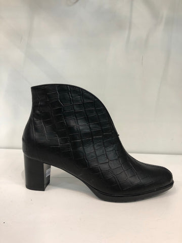 ARA ORLY ANKLE BOOTS 12-13492-74
