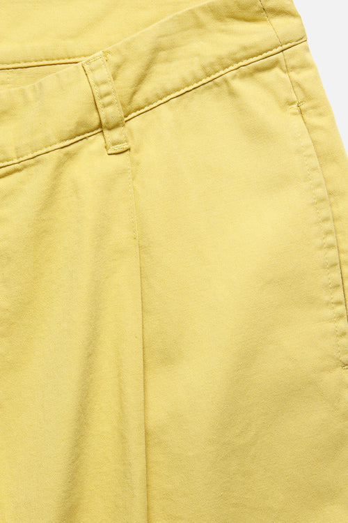 SINGLE PLEAT SHORT IN YELLOW - Fortune Goods