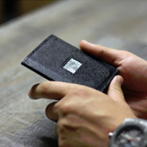 access slim bifold wallets for Men's lifestyle