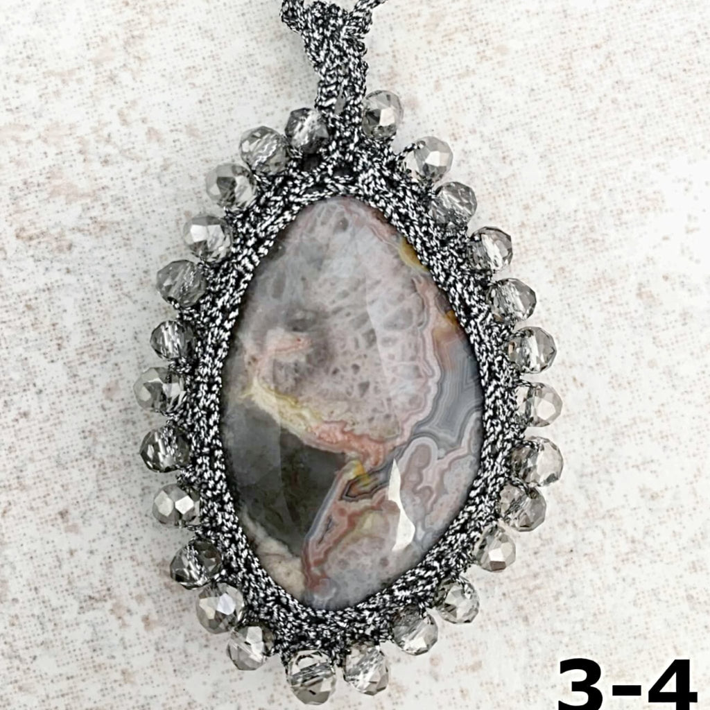 Jewelry for Crystal healing and Consciousness CRAZY LACE AGATE Macrame Necklace