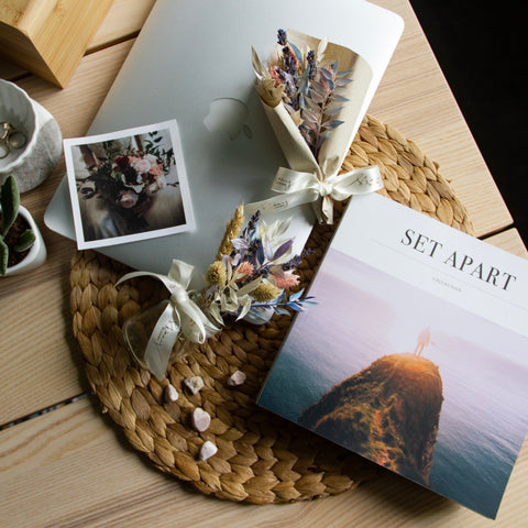 Petite Jar & Visual Book Gift Set