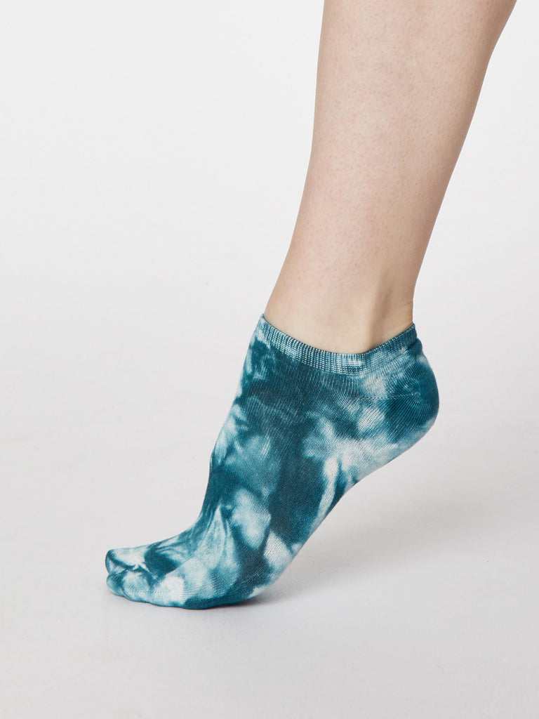 Tie Dye Bamboo Trainer Sock in Lagoon Blue by Thought, Size 4-7-bamboofeet
