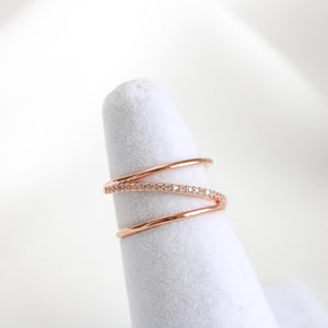 Posey Line Ring