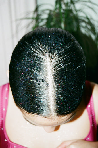 How to apply a glitter gradient over your hair