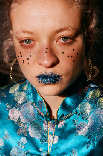 How to create extra chunky glitter freckles