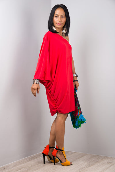 Side view grey kaftan dress with plunging neckline by Nuichan
