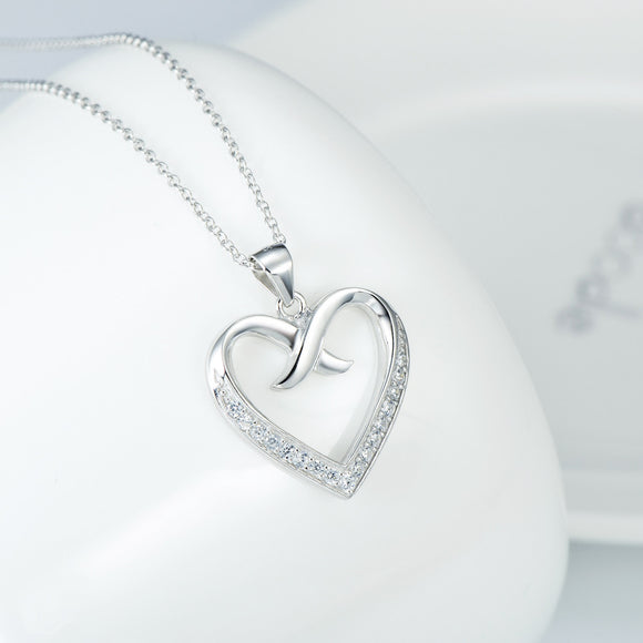 Enchant Heart with a Tender Kiss Pendant Necklace