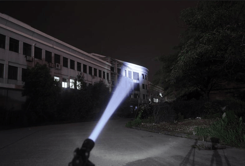 Tactical Military 2000 Lumen Zoom LED Flashlight
