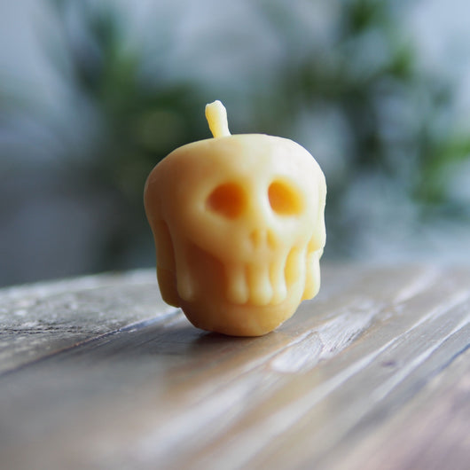 Beeswax candle - Poisoned Apple