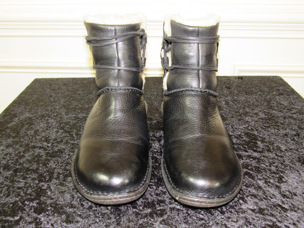 f6e135daeb3 UGG (1932) Caspia Black Leather with Sheep Skin Lining Women's Ankle Boots  SIZE 9