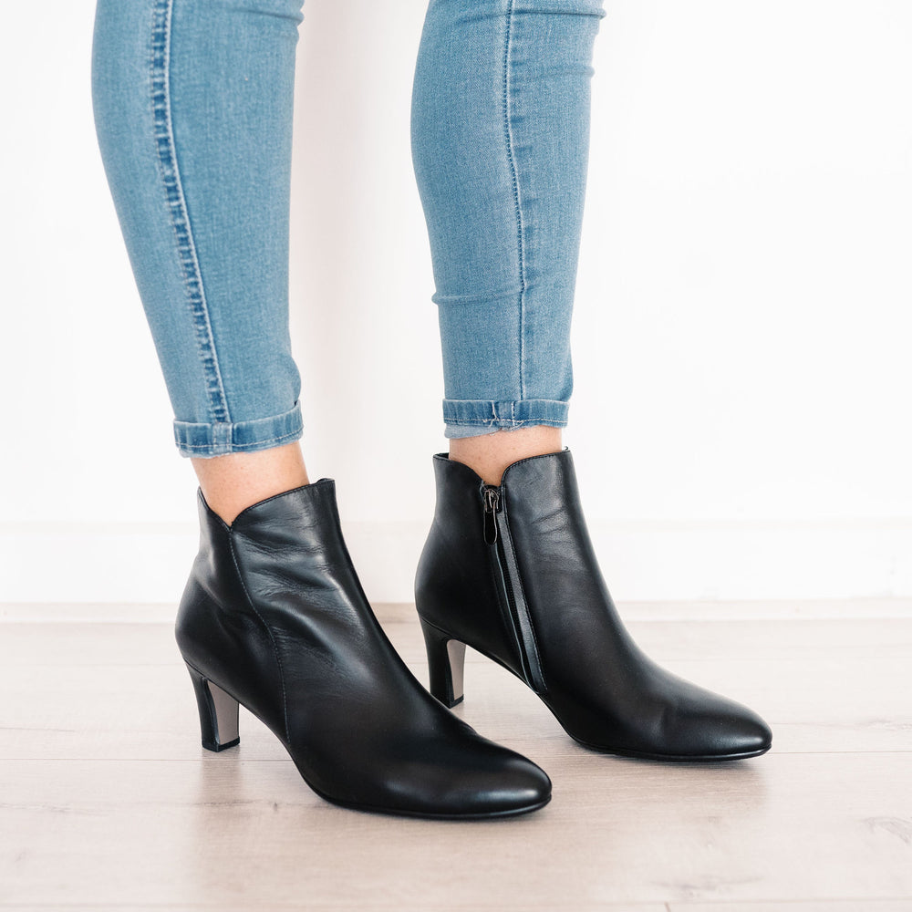 Tomie Boots Black