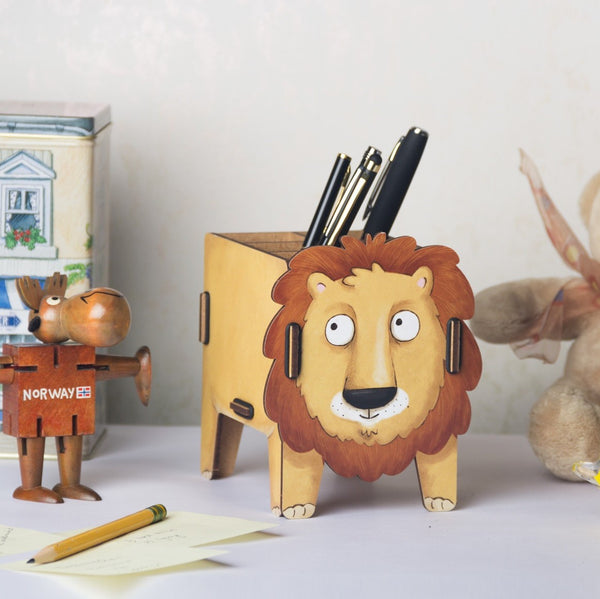 Pen Holder - Lion