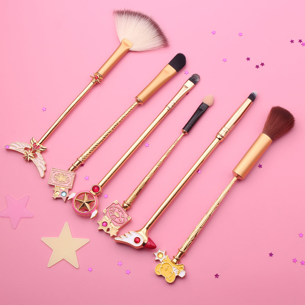 This 6 pcs makeup brush set is inspired by iconic anime Cardcaptor Sakura & features adorable designs including her gorgeous magical girl wands & sidekick Kero! Gold Variation