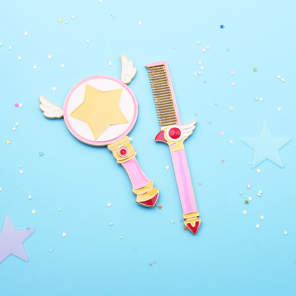 Cardcaptor Sakura Kinomoto anime themed pink hand mirror & comb set, a cute gift for any CCS fan! Design inspired by the magical sealing wand. Kawaii beauty.