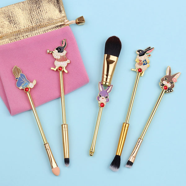 This gorgeous 5-piece makeup brush set features designs of the rabbit from the classic Alice in Wonderland tale!