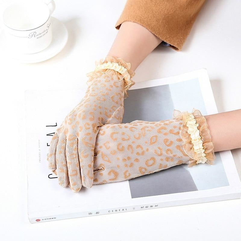 IM TOO FANCY LACE GLOVES