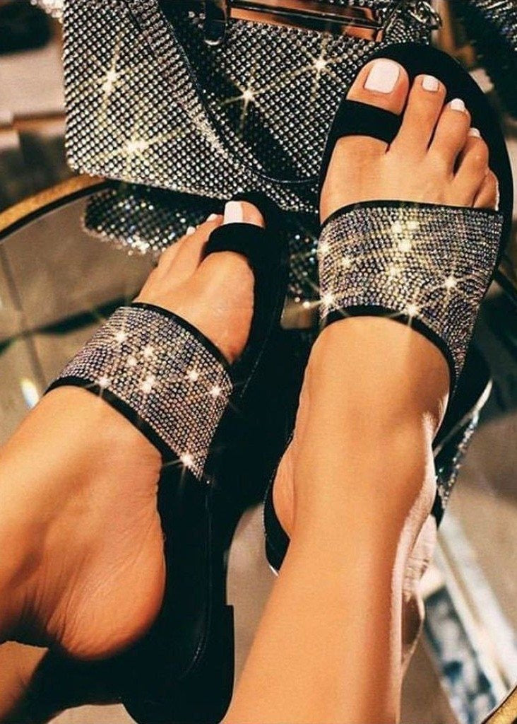 KEEP ON FLIRTING FLAT SANDALS